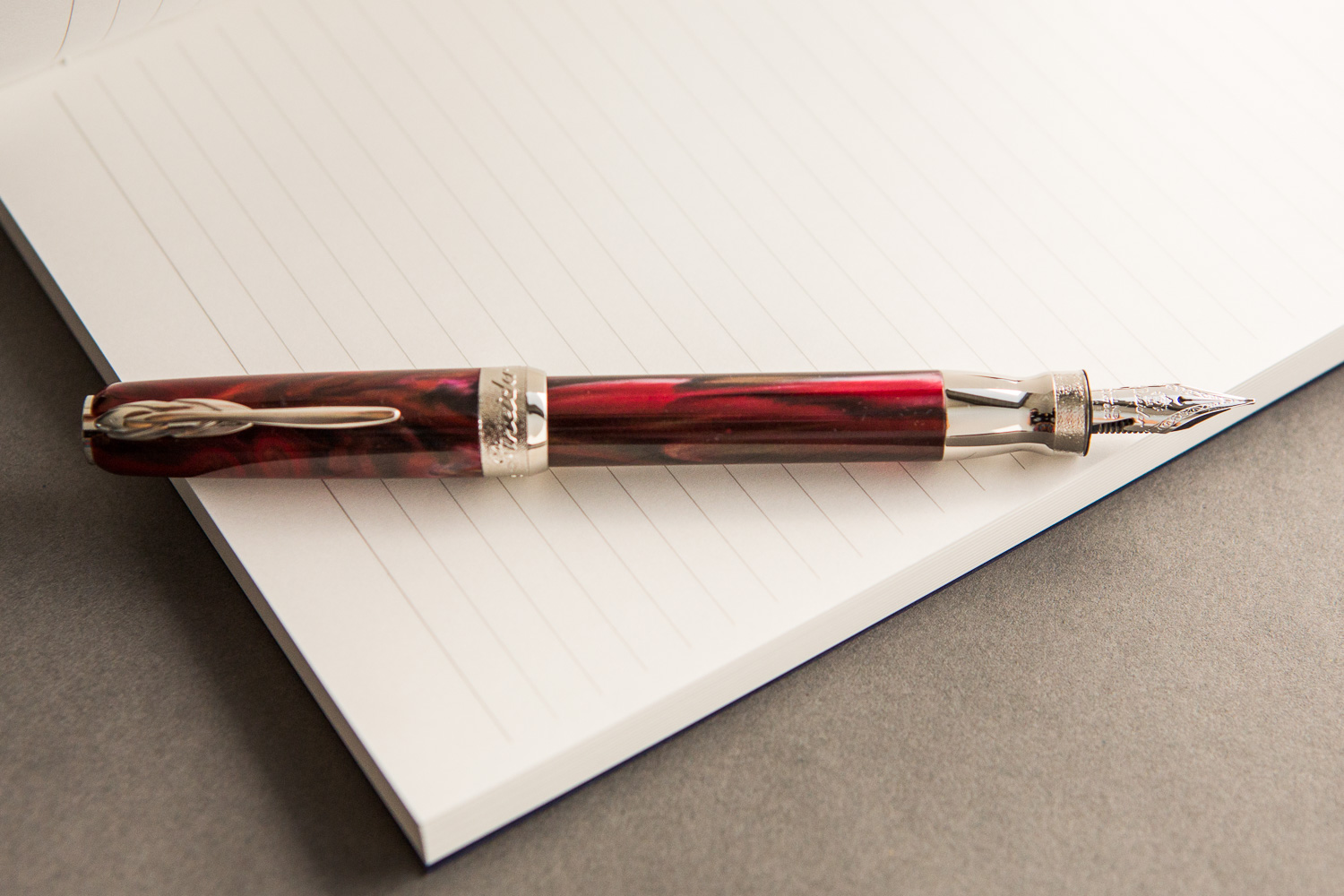Pineider La Grande Bellezza Fountain Pen- Rodolite Red